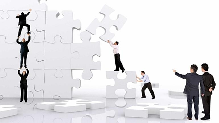 Ludzie i puzzle_www